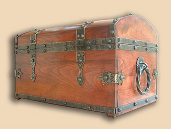 Wooden chest for the silver filigree altar cross